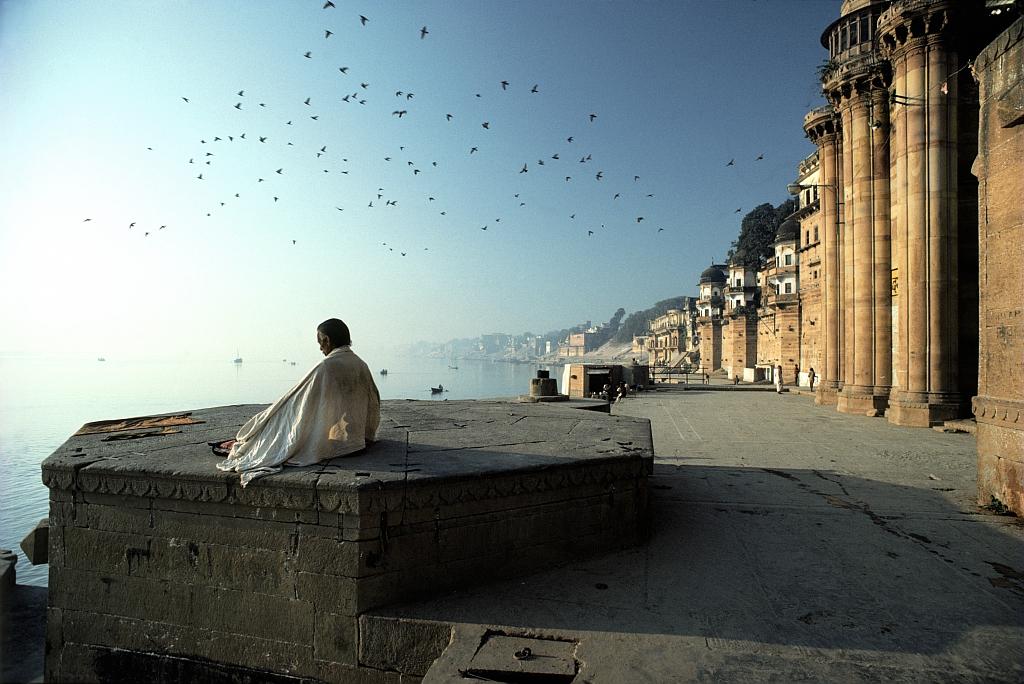 Méditation, Ghats de Bénarès - Meditation au lever du soleil sur les ghats de Varanasi
