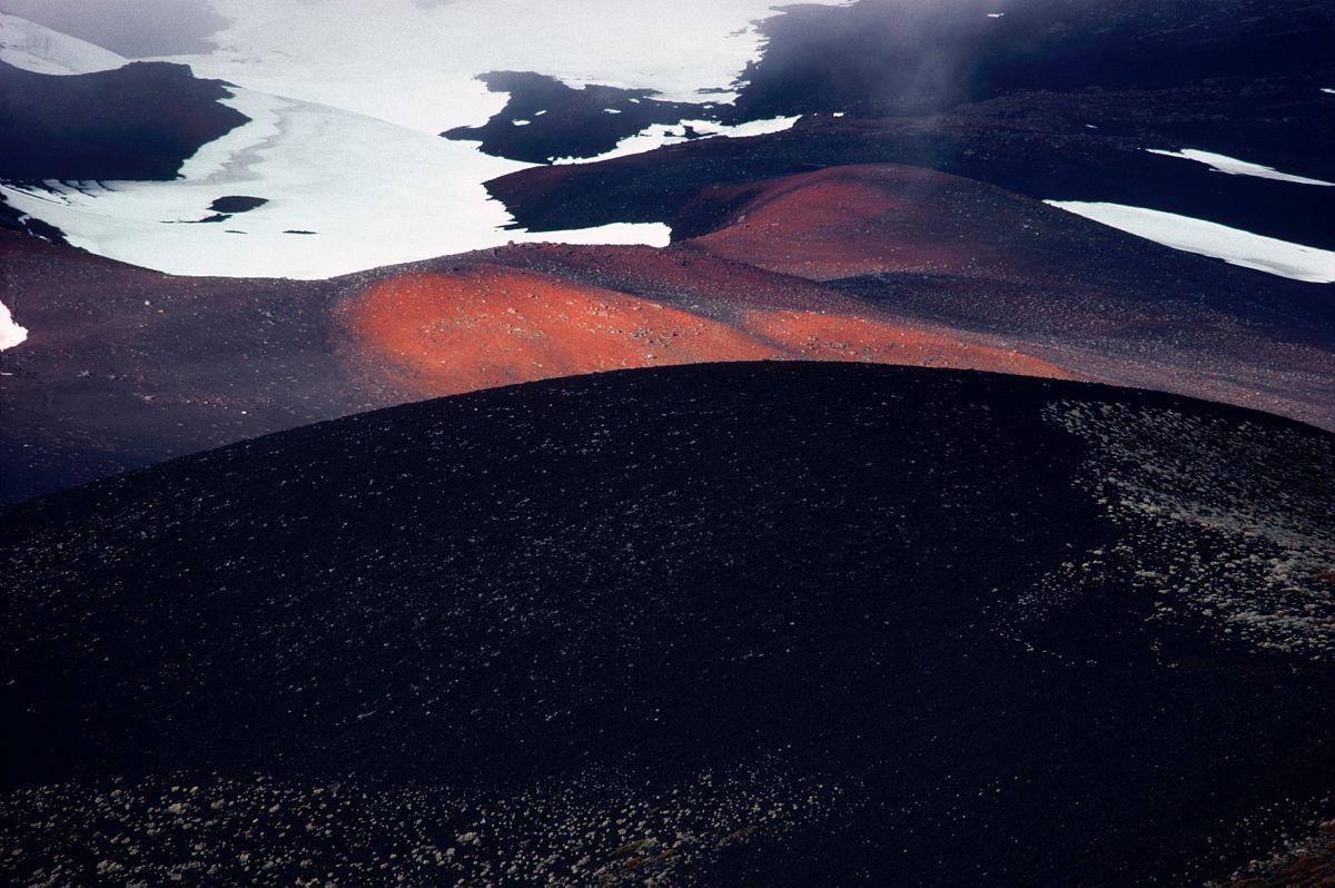 Les pentes de lave du volcan Osorno, Chili / Lava on the slopes of the Osorno volcano, Chile