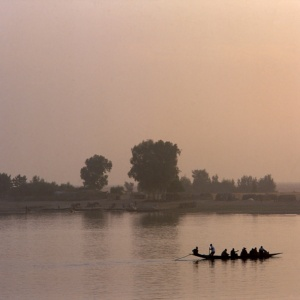 The pirogues link the fishing villages of the Niger river (Mali)