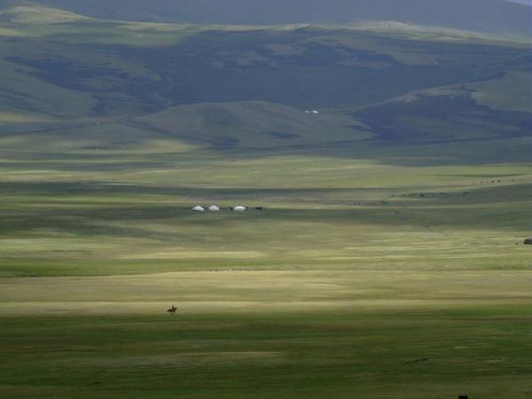 Campement d'alpage dans le massif du Haut-Altai. (Mongolie)     /     Mountain camp in the High-Altai, Mongolia.