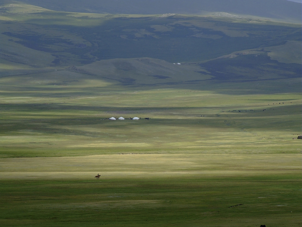 Campement d'alpage dans le massif du Haut-Altai. (Mongolie) / Mountain camp in the High-Altai, Mongolia.