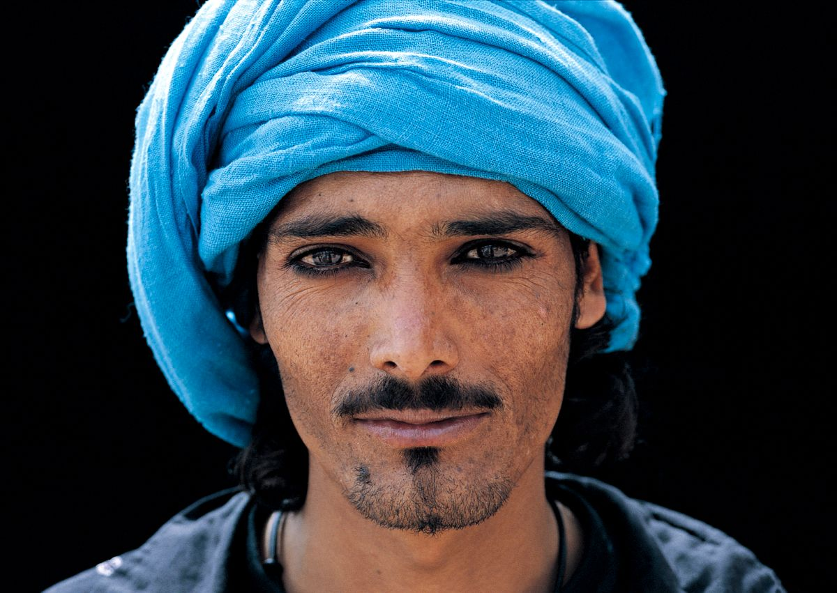 Un Bedouin gardien de dromadaires a Petra, Jordanie