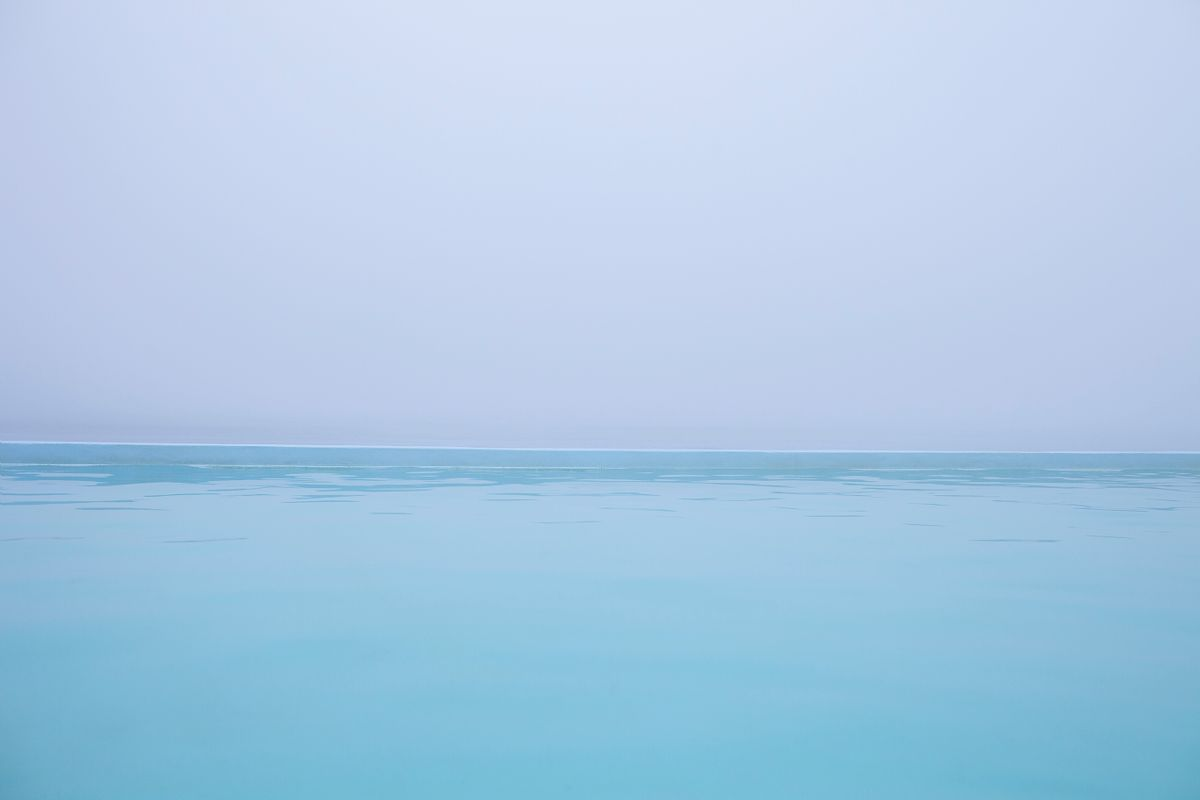 La piscine geothermale en plein air de Krossnes, vue de jour, Islande