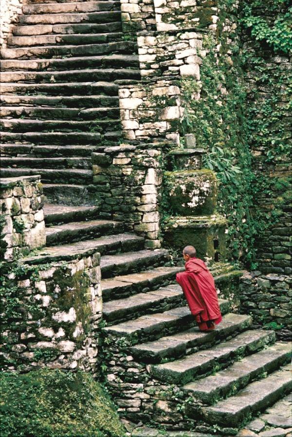 A young monk late for the prayer at Tongsa Dzong (Bhutan)
